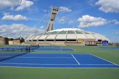 Montrealen Olympic Stadium och torn Arkivfoton