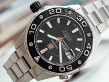 Montres des plongeurs des hommes de Heuer d'étiquette 500 Aquaracer Image stock