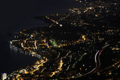 montreux晚上全景里维埃拉瑞士vevey 免版税库存照片