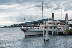 MONTREUX SCHWEIZ EUROPA - SEPTEMBER 14: Folk som stiger ombord a Arkivfoto