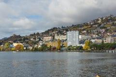MONTREUX, ZWITSERLAND - 29 OKTOBER 2015: Dijk van Montreux en Alpen, Zwitserland Royalty-vrije Stock Afbeeldingen