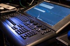 Montrez le contrôleur léger avec l'écran allumé photo stock