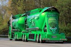 Montrez le héros de route de camion de Kuljetus Auvinen sur la route Photo libre de droits