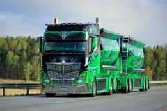 Montrez le héros de route de camion sur la route Photos libres de droits