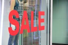 Montrez le prix à payer en mode d'habillement de vente au magasin Photos libres de droits