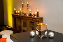 Montrez les bougies et les lampes pour le décor à l'événement d'entreprise photographie stock