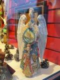 Montri i negozi di regalo, centrale storico ed il più grande grande magazzino di St Petersburg, di sedili l'iarda a sedere Immagine Stock