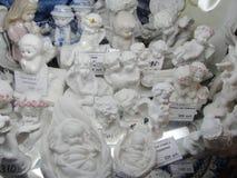 Montri i negozi di regalo, centrale storico ed il più grande grande magazzino di St Petersburg, di sedili l'iarda a sedere Fotografie Stock