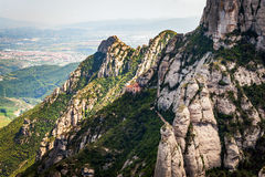 Montserat vaggar med den lilla abbotskloster nära Barcelona, Catalonia, Spanien Arkivbild