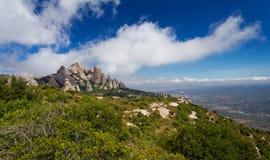 Montserrat är ett berg nära Barcelona Royaltyfria Bilder