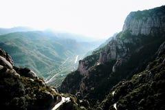 Montserrat, Cataluña, España Vista superior de la cueva Santa Co de la ladera fotografía de archivo