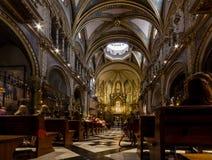 Montserrat, España, el 20 de septiembre de 2016: Interior de Santa Maria Imagenes de archivo