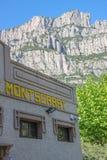 Montserrat-Gebäude und Bergblick, Spanien Lizenzfreie Stockfotos