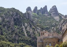 Montserrat monaster po środku halnego krajobrazu Fotografia Royalty Free