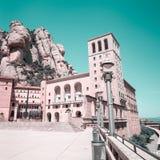 Montserrat Monastery - abadía benedictina hermosa alta para arriba en las montañas cerca de Barcelona, Cataluña, España Foto de archivo libre de regalías