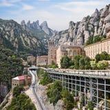 Montserrat Monastery, Catalonië, Spanje. Santa Maria de Montserrat is een Benedictineabdij op de berg die van Montserrat wordt gev Stock Afbeelding