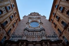 Montserrat Monastery localizó en la montaña Montserrat cerca de Barcelona, Cataluña, España Fotografía de archivo libre de regalías