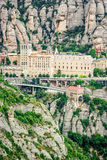 Montserrat Monastery, Santa Maria de Montserrat es una abadía benedictina situada en la montaña de Montserrat cerca de Barcelona Fotografía de archivo