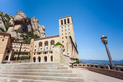 Montserrat Monastery - schöne Benediktiner-Abtei hoch oben in den Bergen nahe Barcelona, Katalonien, Spanien Stockbilder