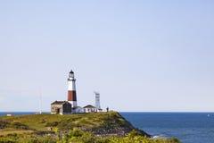 Montuak灯塔、峭壁和海洋 免版税库存图片