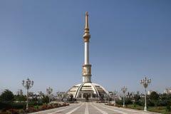 Monumen łuk niezależność w zmierzchu. Ashkhabad. Zdjęcia Stock