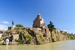 Monumen церков и Vakhtang Gorgasali Metekhi в Тбилиси, Georgia Стоковое Изображение RF
