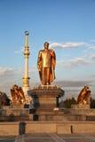 Monumen di Niyazov e dell'arco di indipendenza Fotografia Stock