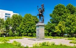 Monument à Bubusara Beyshenalieva, la première grande ballerine kirghiz Bichkek, Kirghizistan photo libre de droits