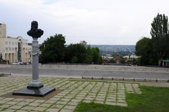 Monument à Carlos Gascoigne Vue de la vieille ville du musée du savoir local Image stock