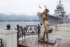 Monument à l'épouse du marin Amiral Kutuzov de navire de guerre Le secteur du port de message publicitaire de mer de Novorossiysk Image stock