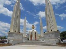 Monument à l'arrière-plan de ciel bleu Images libres de droits