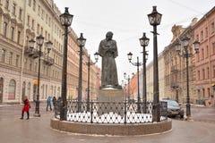 Monument à l'auteur Gogol photos stock