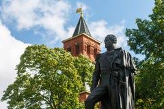 Monument à l'empereur Alexandre 1 sur le fond du ciel et la tour de Komendantskaya du plan rapproché de Moscou Kremlin image stock