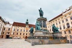 Monument à l'empereur Franz I de l'Autriche dans l'Innerer Burghof dans le palais impérial de Hofburg dedans images libres de droits
