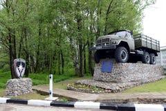 Monument à la voiture ZIL-131 d'armée à l'unité militaire 05763 du ministère des situations d'urgence de la Russie Photos stock