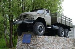 Monument à la voiture ZIL-131 d'armée à l'unité militaire 05763 du ministère des situations d'urgence de la Russie Image stock