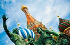 Monument à Minin et à Pozharsky sur le grand dos rouge Image libre de droits