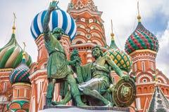 Monument à Minin et à Pozharsky sur le grand dos rouge Moscou, Russie Photographie stock libre de droits