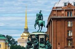Monument à Nicholas 1, dans la perspective de l'Amirauté à St Petersburg Photo stock