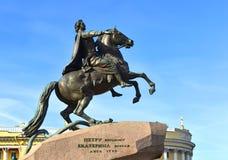 Monument à Peter I sur le cavalier de bronze de place de sénat, Sankt Pétersbourg photographie stock libre de droits