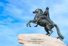Monument à Peter le grand cavalier en bronze sur la place de sénat, St Petersburg, Russie images libres de droits