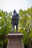 Monument à Peter le grand dans Peterhof Images stock