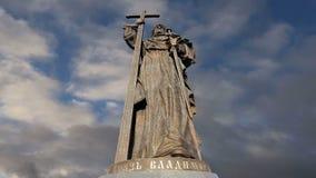 Monument à prince saint Vladimir le grand sur la place de Borovitskaya à Moscou près de Kremlin, Russie clips vidéos