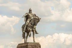 Monument à Yuri Dolgoruky sur la place de Tverskaya au centre de Moscou Photographie stock libre de droits