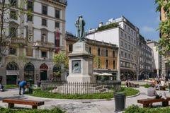 Monument aan Cesare Beccaria Hij was Italiaanse jurist, filosoof en politicus die marteling en de doodstraf veroordeelden Stock Afbeelding