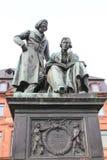 Monument aan de broers Grimm in Hanau, Duitsland. Royalty-vrije Stock Foto's