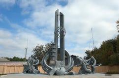 Monument aan de dode brandbestrijders tijdens brandblus Stock Fotografie