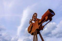 Monument aan de eerste filmcamera stock afbeeldingen