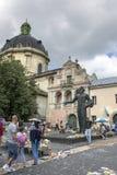 Monument aan de eerste printer Ivan Fyodorov in Lviv op Podvalnaya-Straat Stock Fotografie
