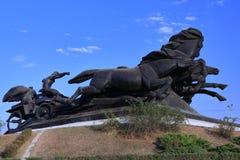 Monument aan de legendarische Kozakauto, die de overwinning in de strijd tegen de invallers symboliseren royalty-vrije stock foto